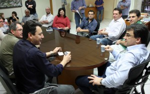 Cantelmo Neto e parte da equipe de governo receberam o senador no gabinete, sexta-feira