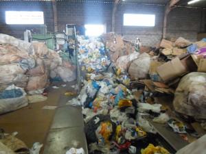 Esteira de triagem de resíduos