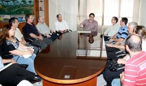 Lideranças rotárias estiveram no gabinete do prefeito Neto e apoiarão diálogo com o governo do Estado