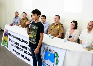 O aluno Claudiomir deu seu depoimento durante o evento