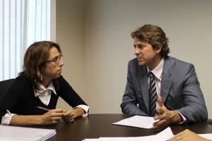 Juliana Carneiro, secretária Adjunta da Secretaria Executiva do Ministério da Saúde, e  o deputado Zeca Dirceu estiveram reunidos na semana passada Foto: Divulgação/Zeca Dirceu