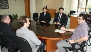 O novo procurador de carreira, Fabio Albuquerque, foi empossado nesta sexta-feira pelo prefeito Neto, acompanhado do presidente da OAB, Marcelo Miró, e da equipe jurídica da Prefeitura