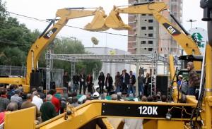 Em maio, no Calçadão, Prefeitura entregou máquinas da Secretaria de Desenvolvimento Rural; foi a maior aquisição da história do município