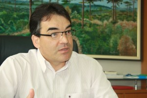 Prefeito Neto durante a entrevista em que temas de diversas secretarias foram detalhados