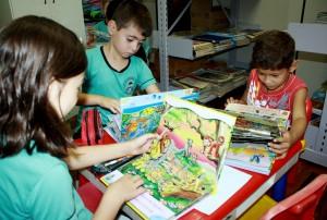Na escola Germano Meyer, os livros mal chegaram e já foram utilizados pelos alunos