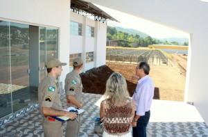 Os soldados Vandresen e Petuco foram acompanhados pelo secretário de Assuntos Estratégicos, Gervasio Kramer, e pela diretora do DIPPM, Monica Miró