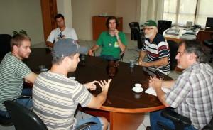 Representantes do grupo Pedala Beltrão se reuniram com o prefeito em exercício, Eduardo Scirea, e conheceram o plano de expansão cicloviária e projetos de incentivo ao uso da bicicleta como meio de transporte