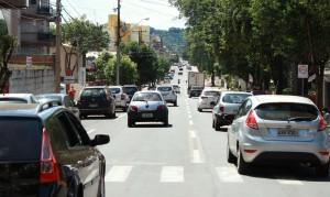 Número de veículos que trafegam pelo binário diariamente já passa de 8 mil; novo sistema completa dois meses com sucesso, mas ainda tem desafios, como a educação dos motoristas
