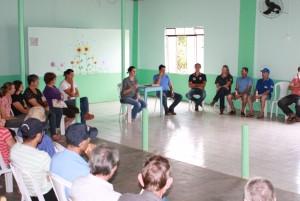 Daniela Celuppi e a equipe do Desenvolvimento Rural promoveram encontro com moradores para planejar a operação