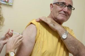 O médico aposentado Valentin Zanchett aproveitou o primeiro dia de campanha para receber a dose da vacina na unidade de saúde do Industrial