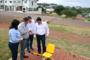Rose, Scirea, Clécio e o prefeito Cantelmo Neto no local em que será construída a unidade do Jardim Itália, ao lado da ATI