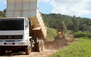 Uma força tarefa está envolvendo as três equipes e recuperará 150 km de estradas em seis comunidades