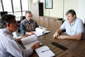 O vice-prefeito, Eduardo Scirea, recebeu o presidente José Veronese e o conselheiro Albio Stupp
