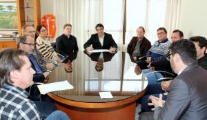 Com o Conselho Popular, prefeito Cantelmo Neto assina o aviso do edital para licitação do transporte coletivo urbano de Beltrão