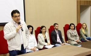 Na abertura do evento, prefeito Cantelmo Neto, secretária Rose Guarda, diretora Bernadete de Souza, dr. Valdir Spada Jr, e as coordenadoras Fabiane Lara e Katia Schmidt