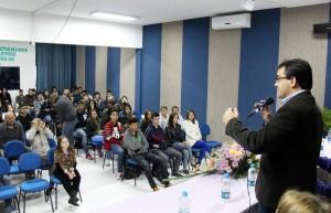 O prefeito Cantelmo Neto abriu o evento, no Centro da Juventude