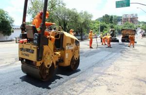 A malha viária de nove ruas da cidade está sendo recuperada pela Secretaria de Urbanismo, através da Dalba Engenharia