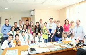 Com o troféu e medalhas, atletas e dirigentes da Real Lince foram recepcionados pelo prefeito Cantelmo Neto
