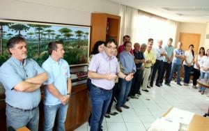 Ato no gabinete do prefeito Cantelmo Neto reuniu lideranças do bairro para prestigiar a assinatura da ordem de serviço para construção da unidade