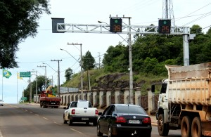 As lombadas eletrônicas instaladas em frente à Unisep (foto) e na Atílio Fontana passaram por aferição e começam a operar no próximo domingo, dia 1º