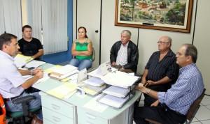 Secretários José Carlos Vieira e Gervásio Kramer se reuniram com moradores para debater o projeto de reabertura do leito do córrego Lambari