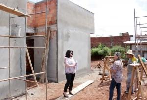 A secretária de Saúde, Rose Mari Guarda, está indo pessoalmente vistoriar cada uma das 11 unidades de saúde em construção em Beltrão, acompanhada da diretora de Assistência em Saúde, Dalva Zago