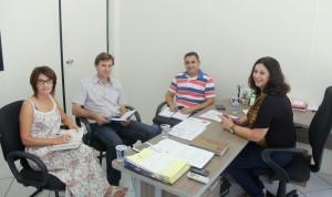 Juceli Vagliati (8ª Regional), prefeitos Moacir Fiamoncini (Santa Izabel) e Cesar Bueno (Bom Jesus) foram recebidos pela secretária de Saúde, Rose Mari Guarda nesta semana