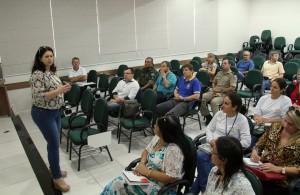 Secretária Rose Mari Guarda durante reunião do Comitê da Dengue, nesta segunda, com entidades que irão reforçar o combate à doença