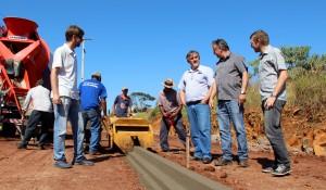 Vice-prefeito e secretário de Planejamento Eduardo Scirea acompanha o início da segunda etapa de obras da nova avenida Água Branca, que ligará a região Sul da cidade à PR-483