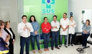 Prefeito Cantelmo Neto discursa no ato de reinauguração da unidade de saúde do Cristo Rei; nesta terça-feira, obras de melhoria na UBS do PInheirão também foram entregues
