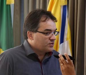 Prefeito Cantelmo Neto anunciou a decisão e explicou o processo de negociação em entrevista à Radio Educadora, nesta terça