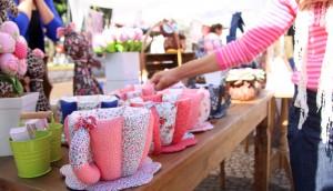 No calçadão, a Feira do Artesanato prossegue até este sábado à tarde com diversas opções de presentes para o Dia das Mães