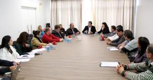 Em reunião com o prefeito Cantelmo Neto, prefeitos, secretários de saúde e 8ª Regional debateram o modelo de gestão da Upa 24 Horas