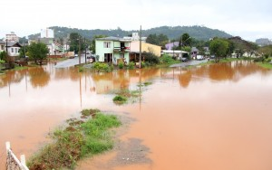 Rio Lonqueador está acima do nível normal