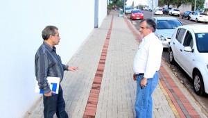Alberto Andrade, diretor de Mobilidade Urbana, e o vice-prefeito e secretário de Urbanismo, Eduardo Scirea: novo programa irá padronizar calçadas e melhorar acessibilidade