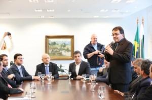Prefeito Cantelmo Neto participou da audiência de apresentação do projeto, em Curitiba, em Curitiba