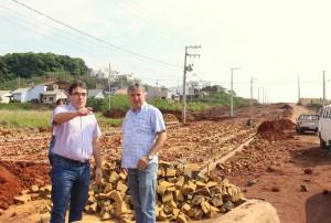 Prefeito Cantelmo Neto vistoriou os serviços executados na nova avenida, que tem investimento de R$ quase R$ 1,5 milhão