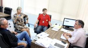 Edenir Klochinski, Monica Miró, João Paulo Danieli e Eduardo Scirea em reunião sobre o projeto de iluminação do parque