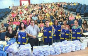 Prefeito Cantelmo Neto entregou novos kits para os mais de 160 agentes de saúde e lançou projeto piloto para informatizar dados colhidos pelos profissionais durante as visitas