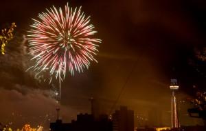 Espetáculo nos céus da cidade é tradição desde 1992 e pode ser visto de vários pontos