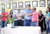 Cantelmo Neto e Amauri Nascimento, na sanção do reajuste salarial para professores