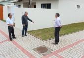 Ideni Seben fez a calçada em parceria com a Prefeitura e recebeu a visita de Alberto Andrade e Eduardo Scirea, que visitaram locais contemplados pelo programa Novos Caminhos