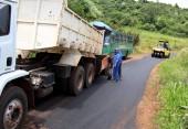 A melhora do tempo permitiu a retomada dos trabalhos de recuperação da estrada até a Linha Hobold; serviço também será feito na Linha São Paulo