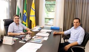 Prefeito Cantelmo Neto recebeu o deputado Wilmar Reichmebach nesta sexta para debater a mobilização pelo aeroporto regional