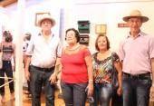 Valdomiro e Leonilda Joenck e Angelo e Lurdes Rosin, de Verê, identificaram muitos dos objetos em exposição no museu