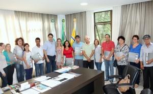 Prefeito Cantelmo Neto entregou livro histórico do município e agradeceu dedicação dos servidores