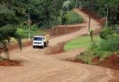 Máquinas da Prefeitura trabalham em recuperação de estradas na linha Oswaldo Cruz