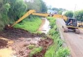 Escavadeira adaptada fará o serviço em toda extensão do rio