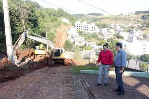 Prefeito Cantelmo Neto acompanhou trabalhos no trecho