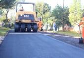 Mais 13 trechos de ruas nos bairros Marrecas e Luther King receberam asfalto e o Jardim Seminário e Novo Mundo também serão contemplados na próxima semana